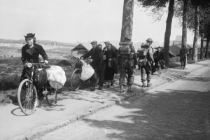 klein British troops and Belgian refugees on the Brussels Louvain road 12 May 1940. F4422